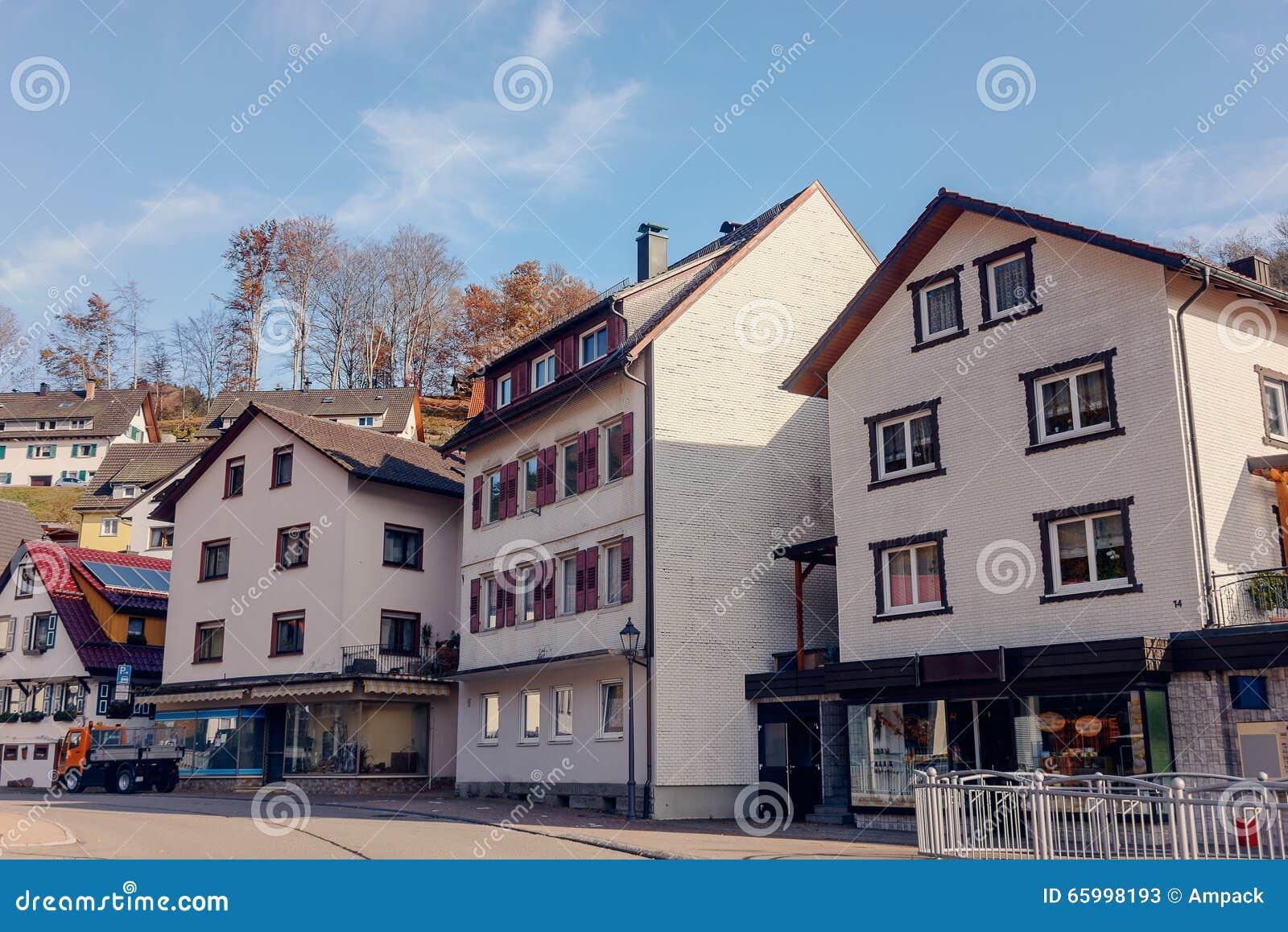 Villaggio tipico e autentico con la campagna accogliente for Prezzi delle case di campagna