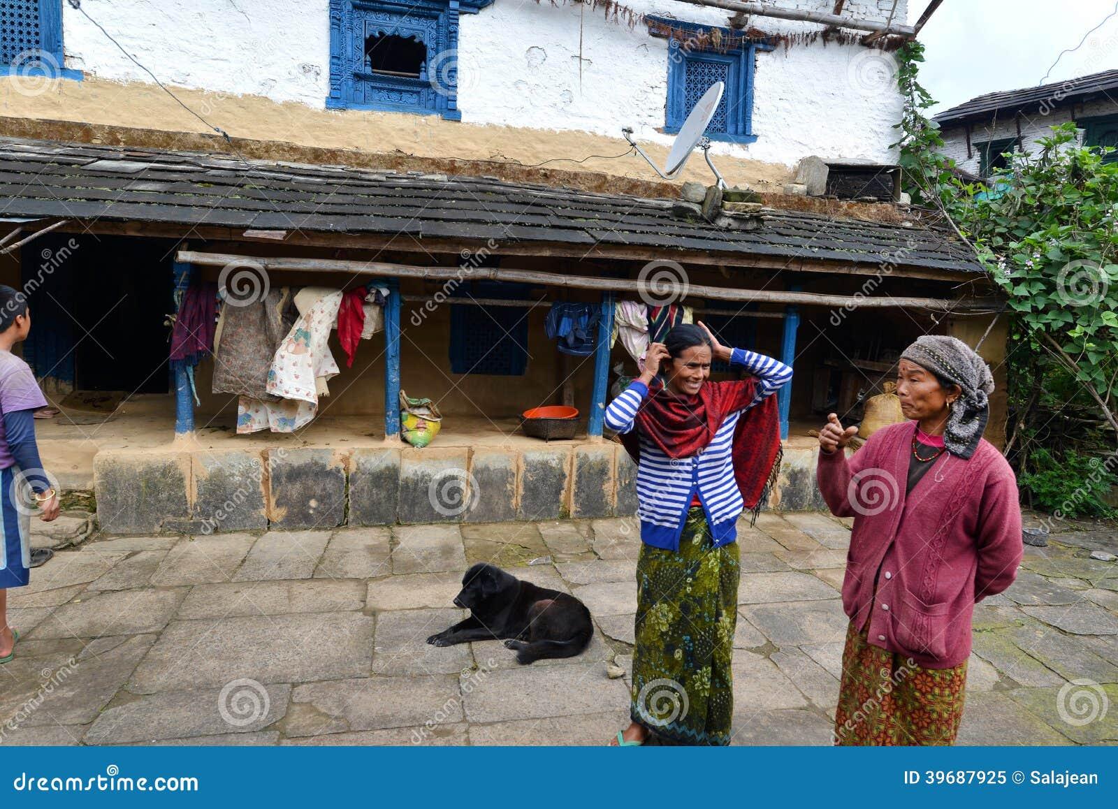 Villaggio tradizionale di Gurung di Ghandruk in Himalaya