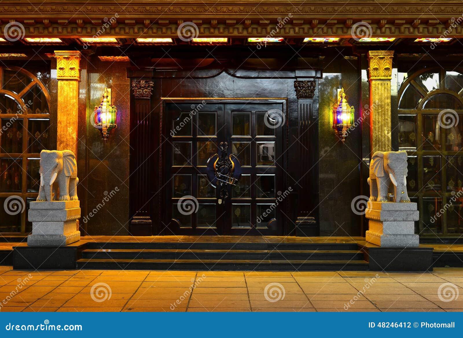 Villapoort, de lamp van de kristalmuur, kunstverlichting, deur, poort, deuropening, ingang