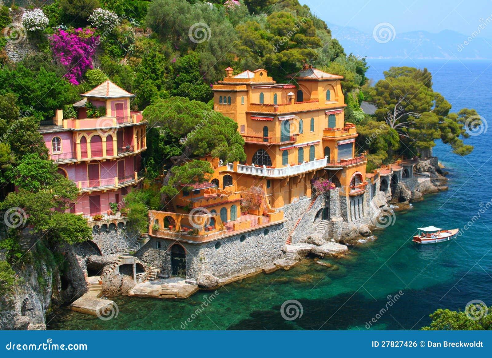 villas de bord de la mer en italie image libre de droits. Black Bedroom Furniture Sets. Home Design Ideas