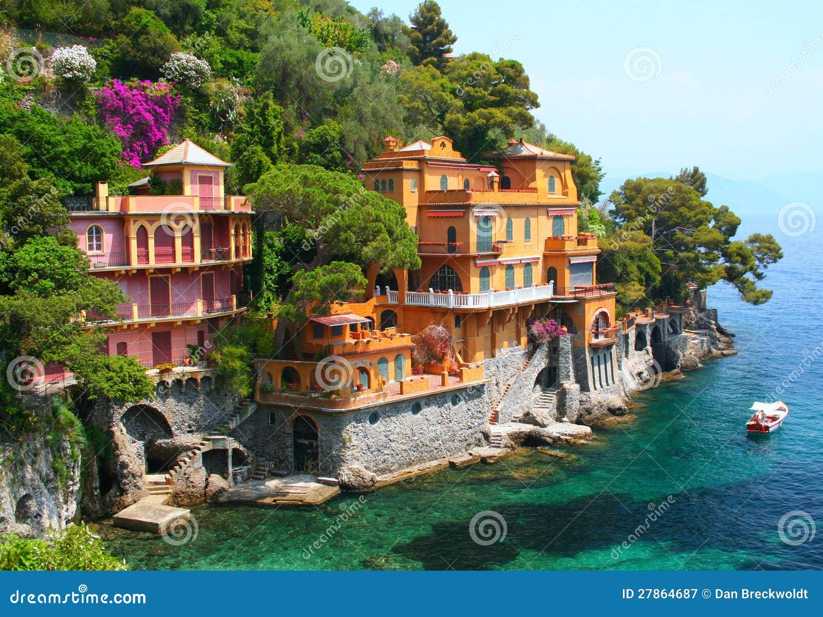 villas de bord de la mer en italie photographie stock libre de droits image 27864687. Black Bedroom Furniture Sets. Home Design Ideas
