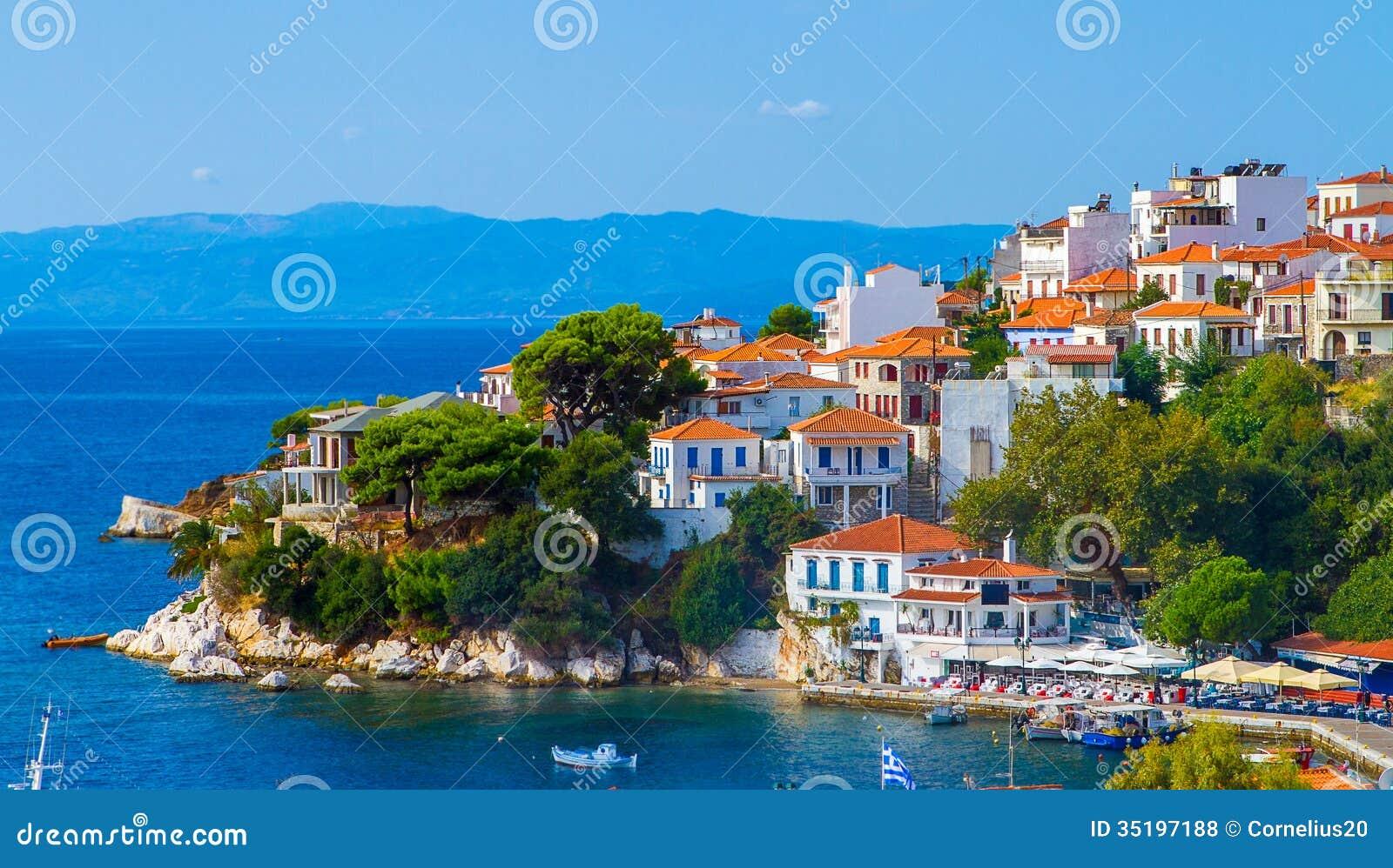 Ville de bord de la mer photos libres de droits image - Ville bord de mer mediterranee ...