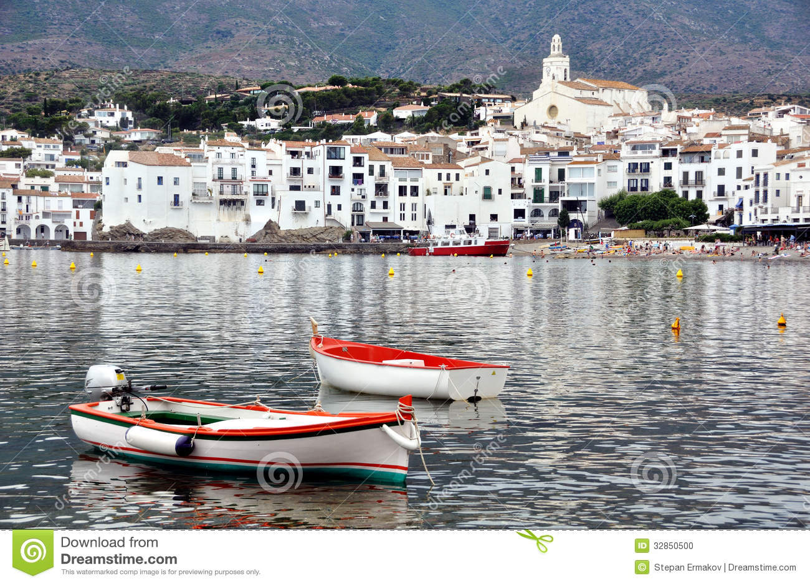 Ville de bord de la mer cadaques catalogne espagne photo - Ville bord de mer mediterranee ...