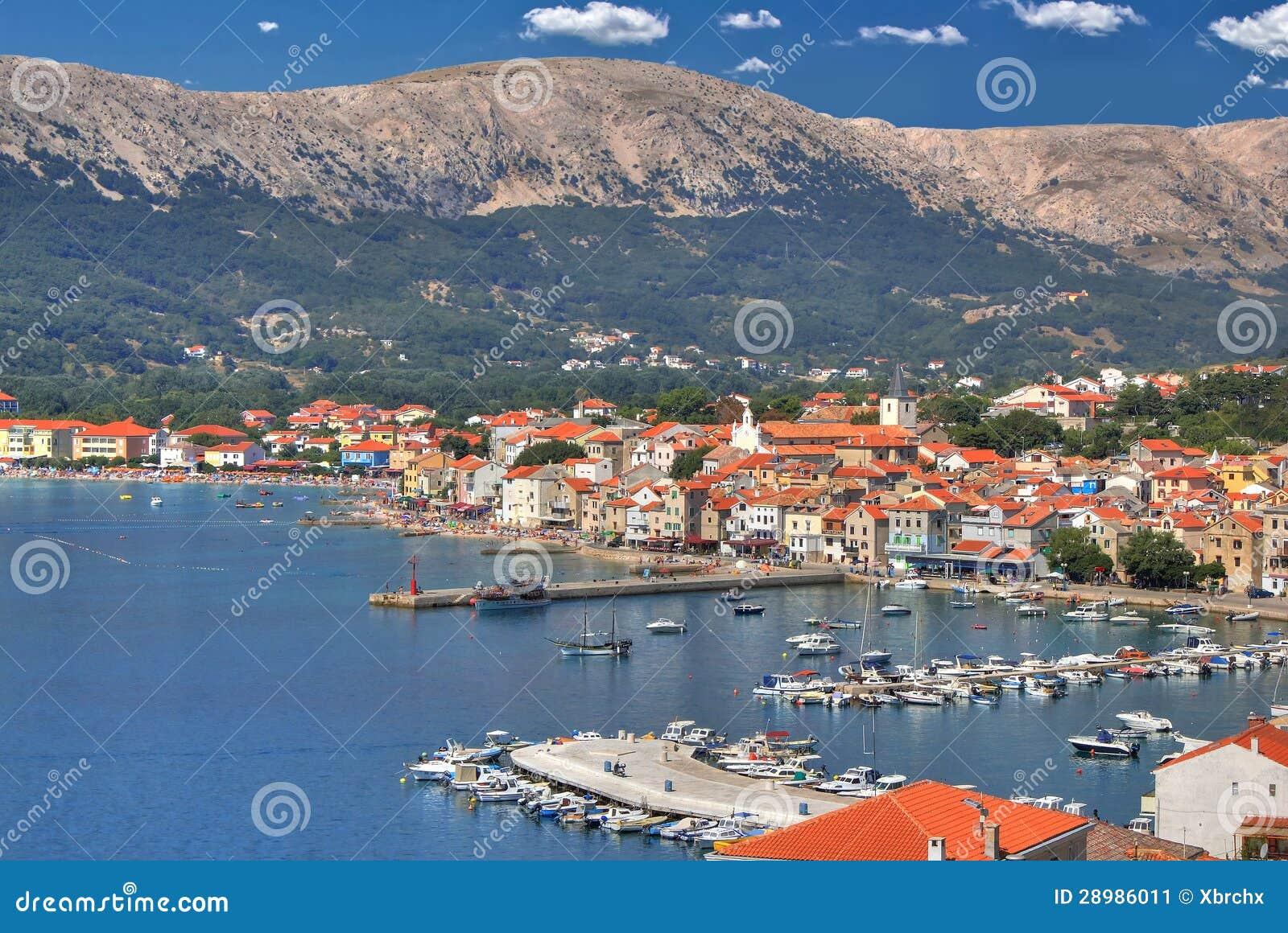 Ville de bord de mer de Baska, île de Krk
