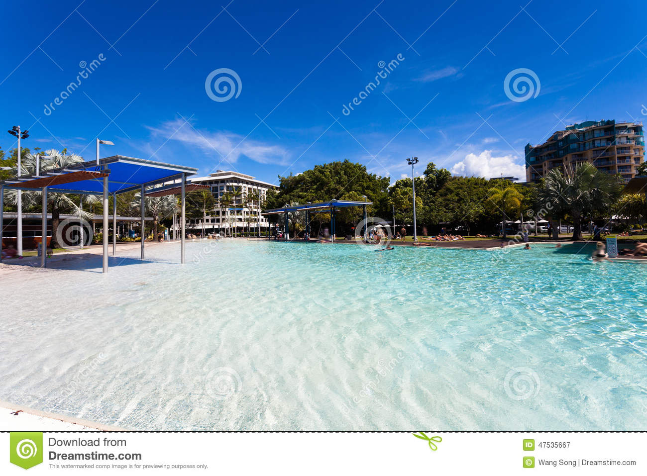 Ville de cairns du queensland image stock image 47535667 for Piscine destock