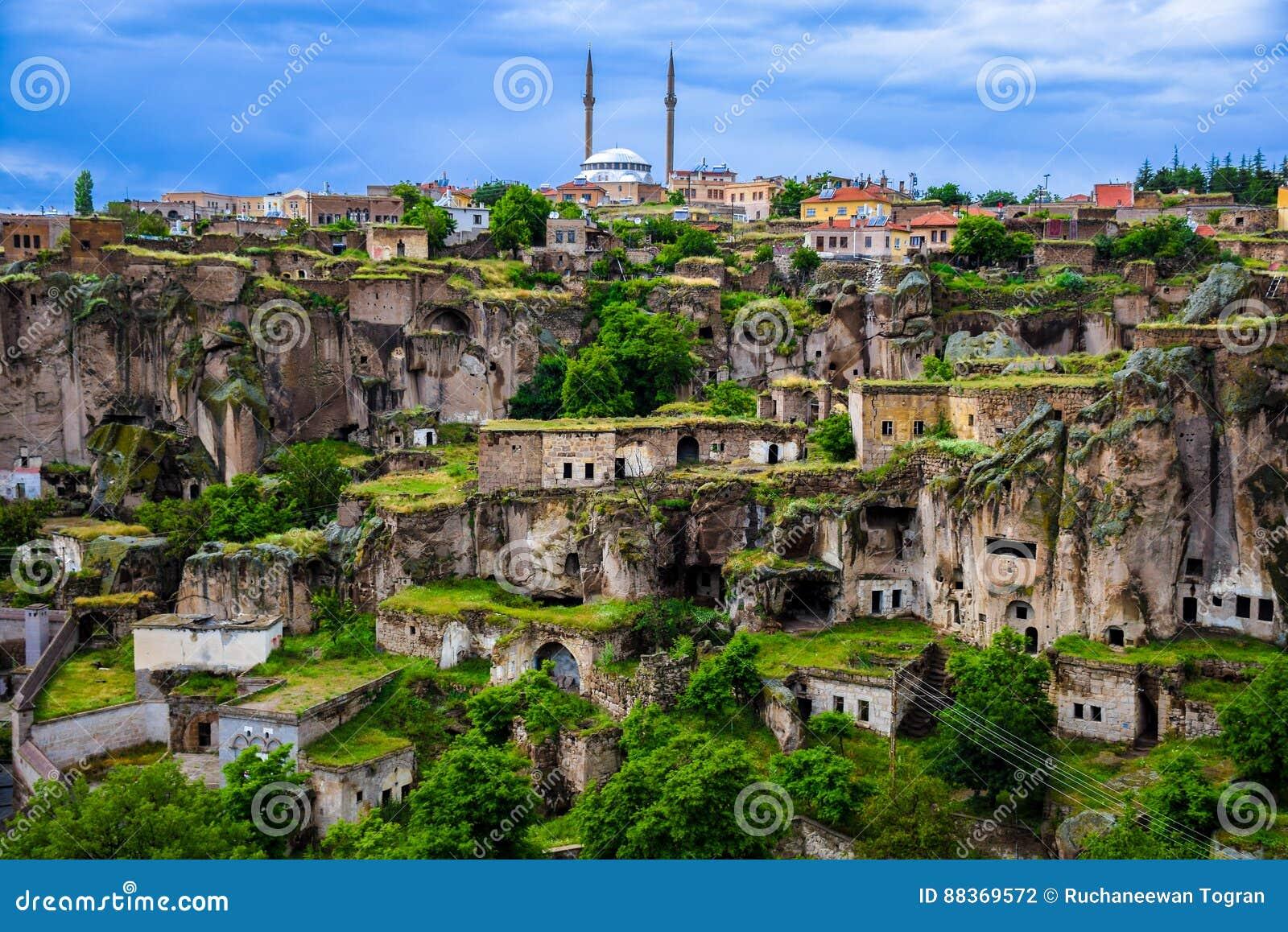 Ville de Guzelyurt dans Cappadocia, Turquie