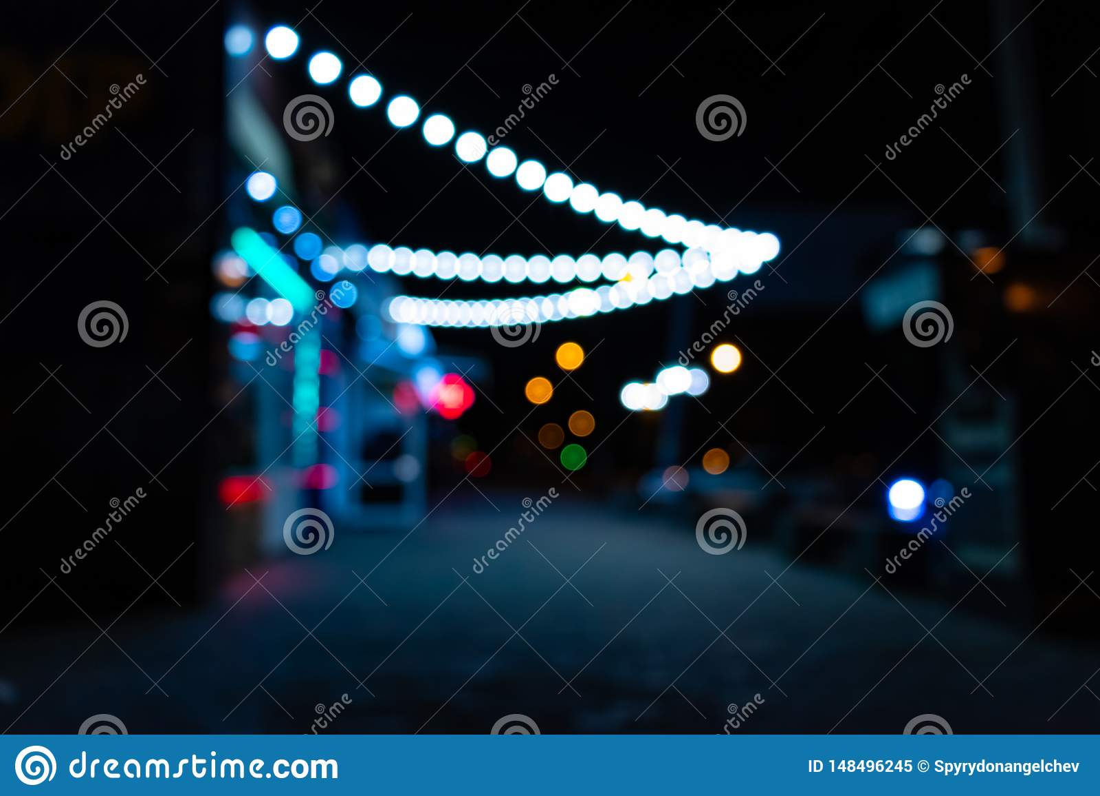 Ville de nuit avec des lanternes