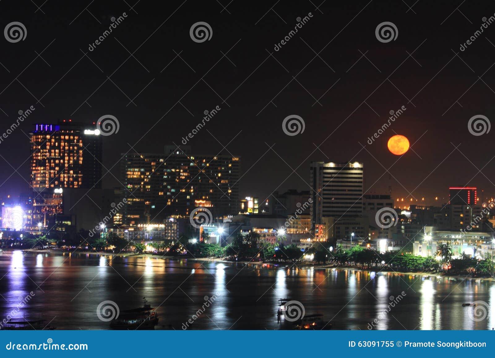 Download Ville De Pattaya Dans La Nuit De Pleine Lune Image éditorial - Image du architecture, sunset: 63091755