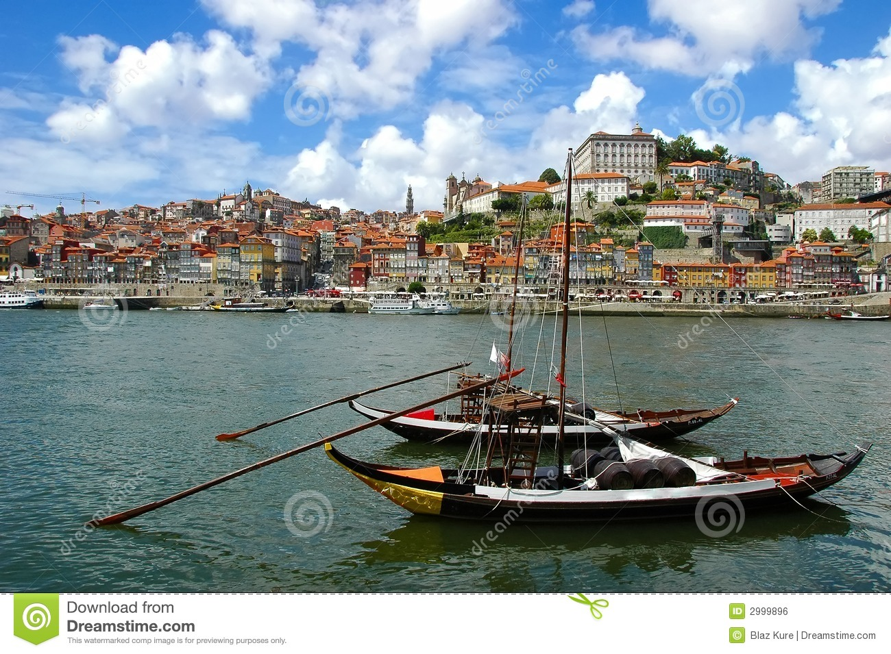 Ville de porto portugal photo stock image du bateaux for Piscine porto portugal