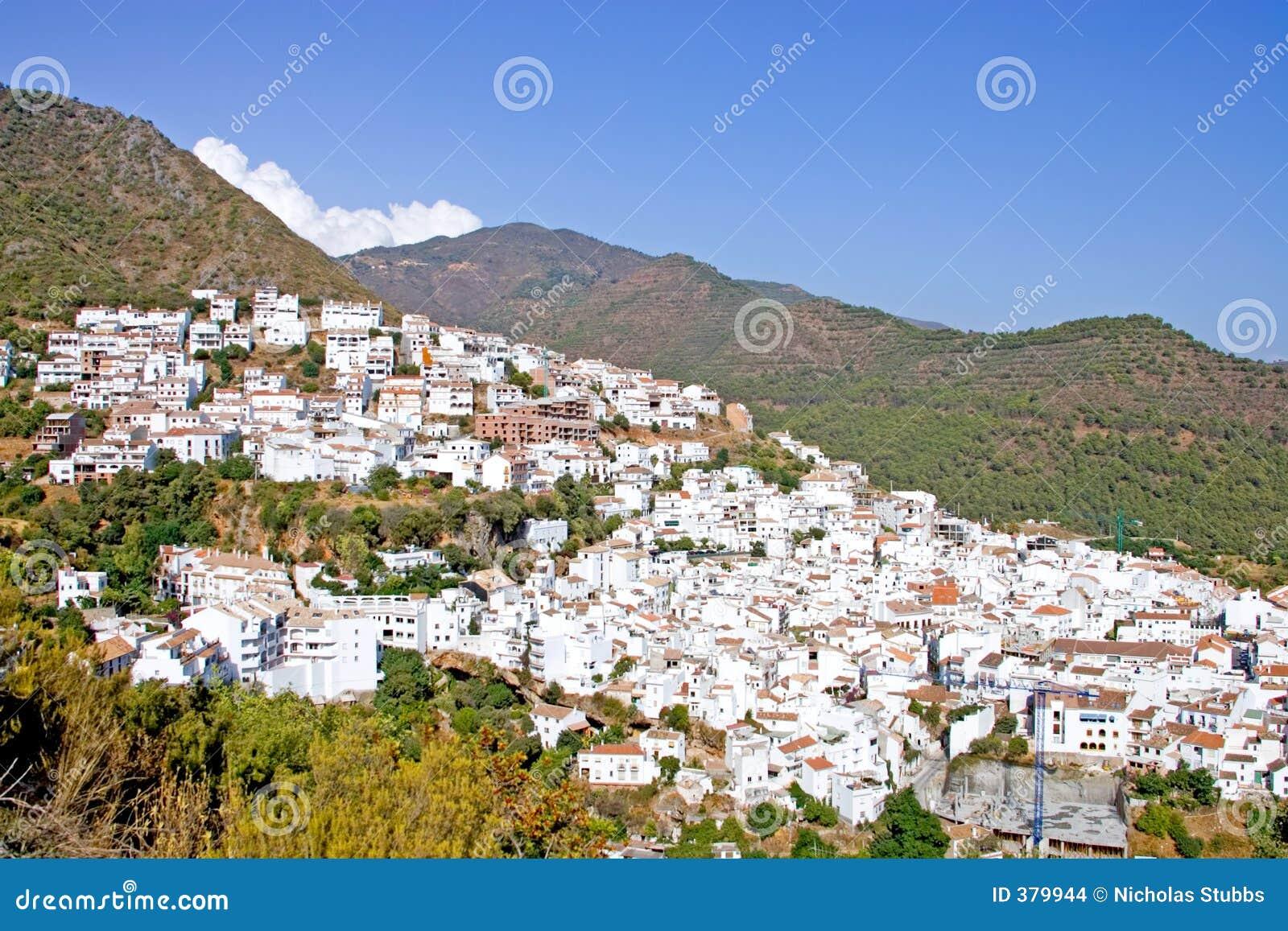Ville de pueblo d Ojen près de Marbella en Espagne