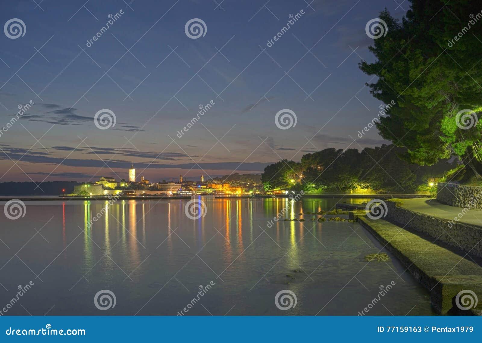 Ville de Rab par nuit