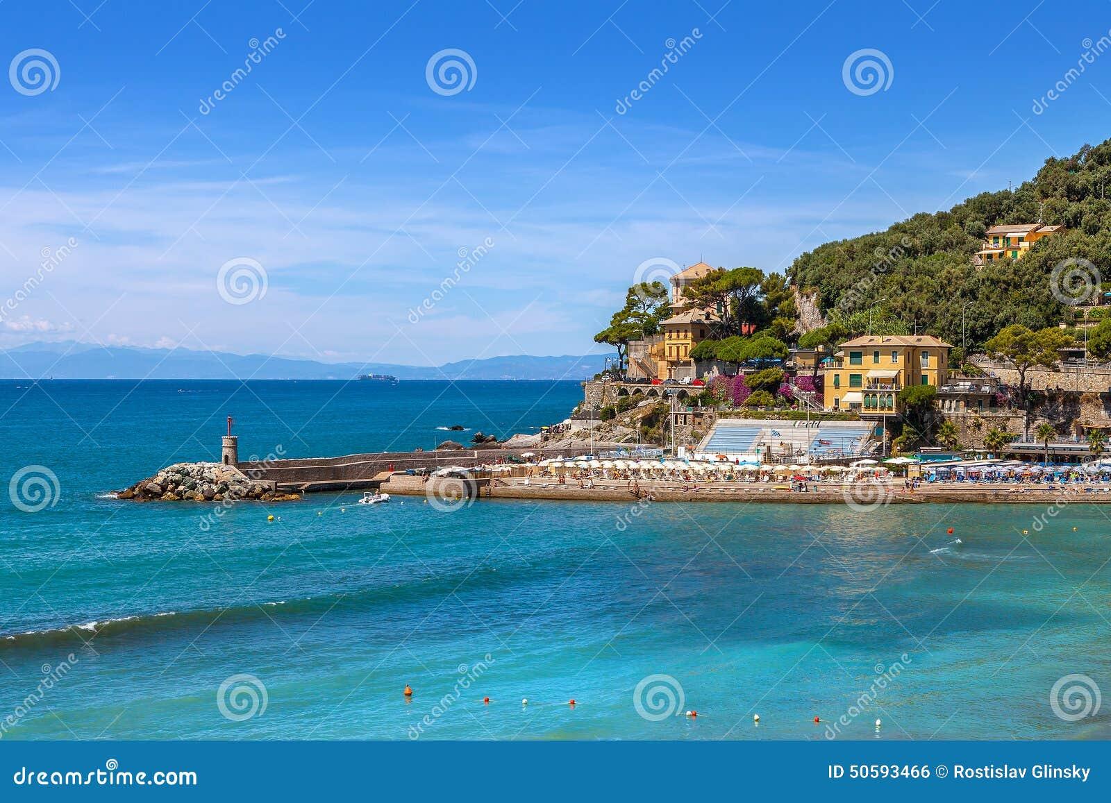Ville de recco et de mer m diterran e en italie photo - Ville bord de mer mediterranee ...