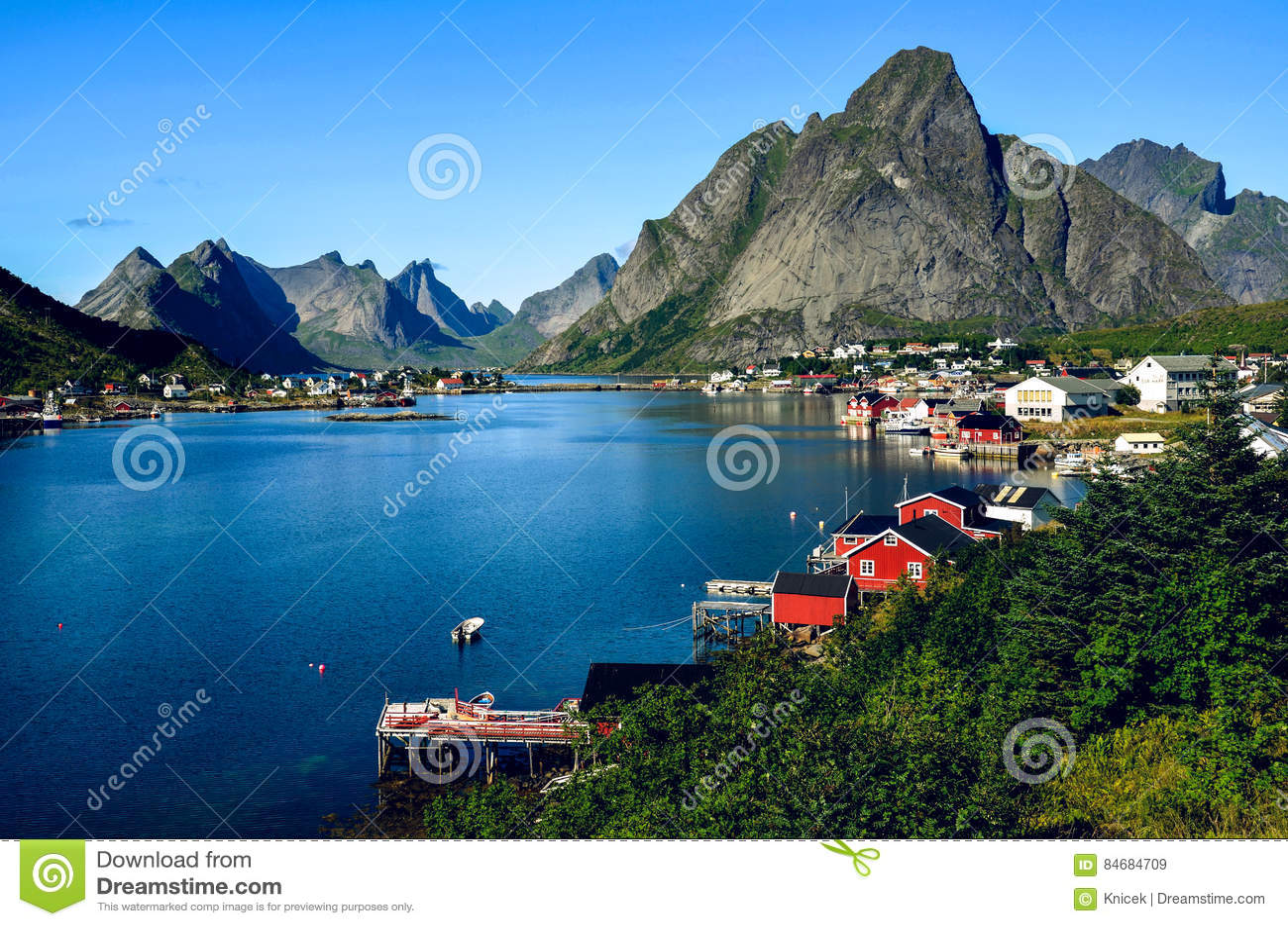 Ville de reine dans lofoten norv ge pendant l 39 t image for Piscine des 3 villes hem