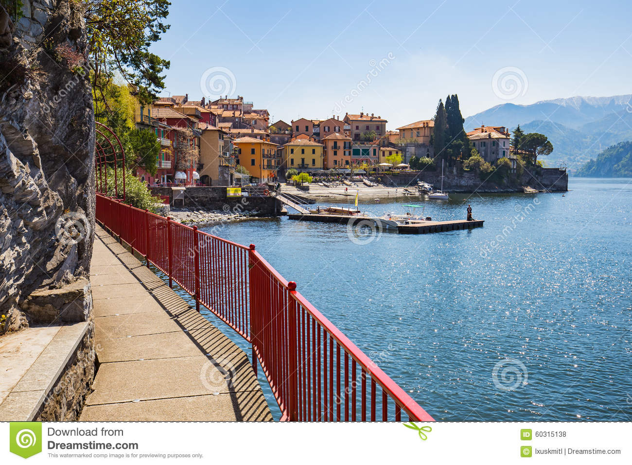 Ville de varenna sur le lac como milan italie photo for Piscine destock
