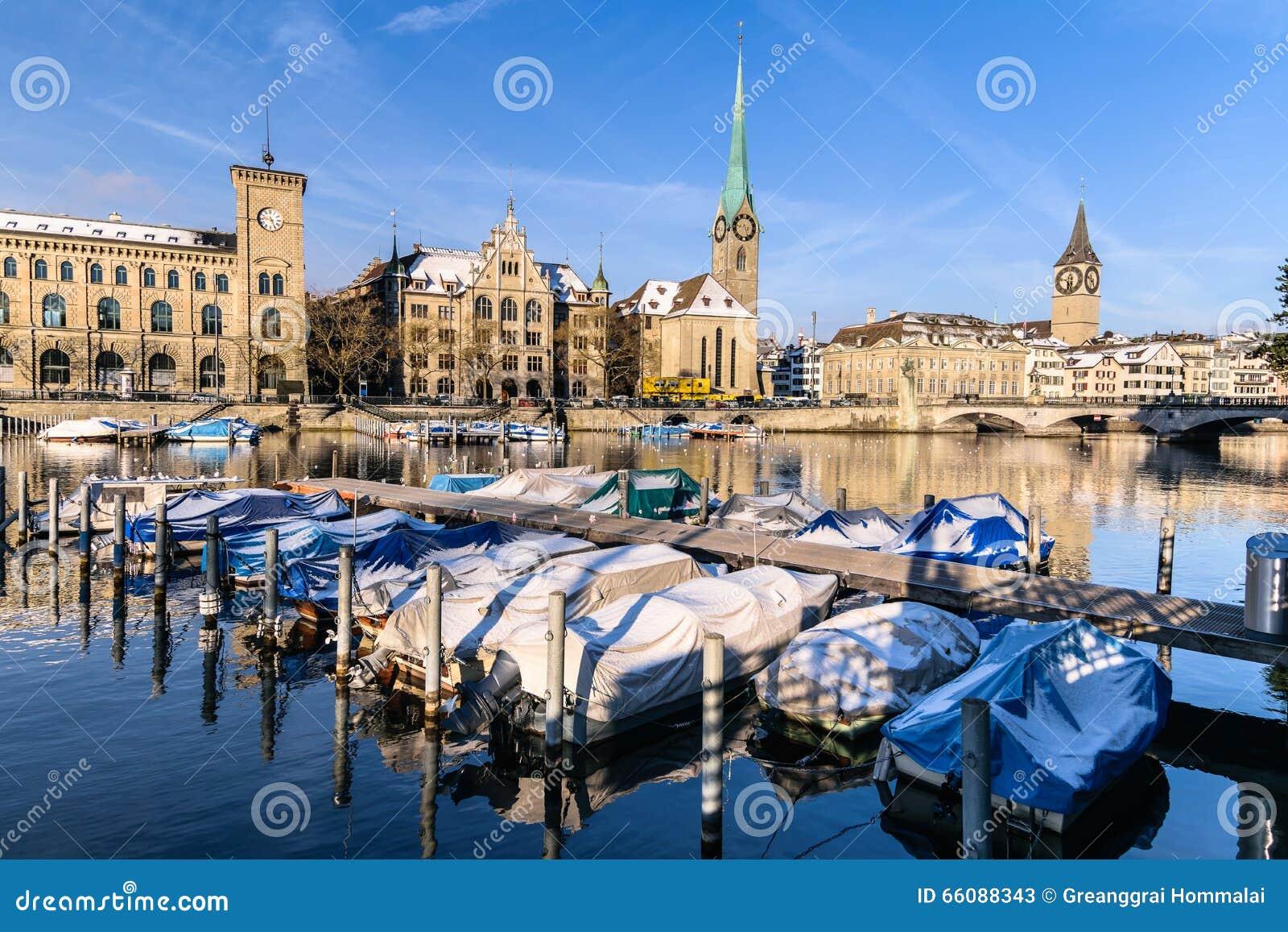 Ville de zurich en hiver suisse photo stock image 66088343 for Piscine zurich