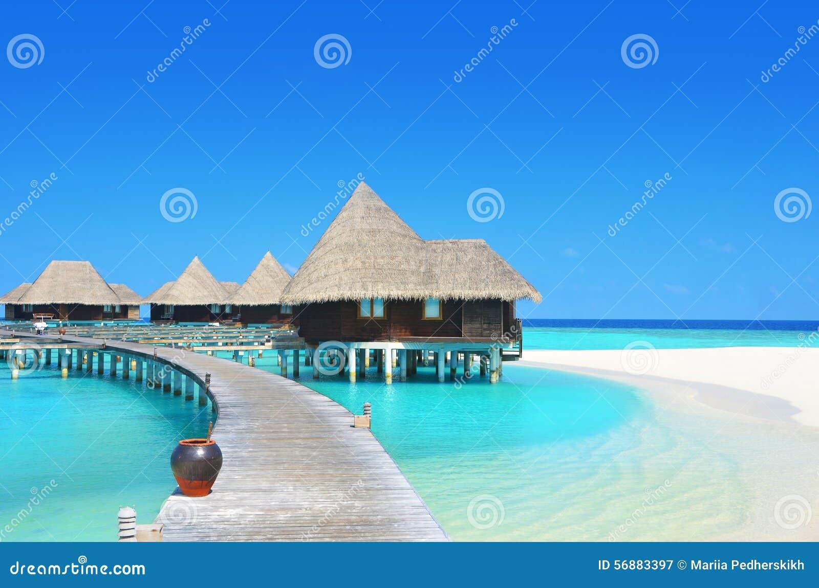 Ville dell acqua nella laguna di paradiso
