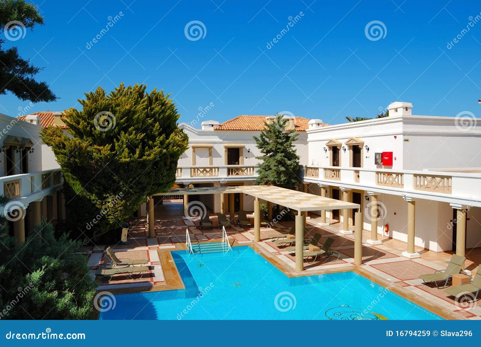 Ville di lusso moderne con la piscina immagini stock for Disegni di ville di lusso