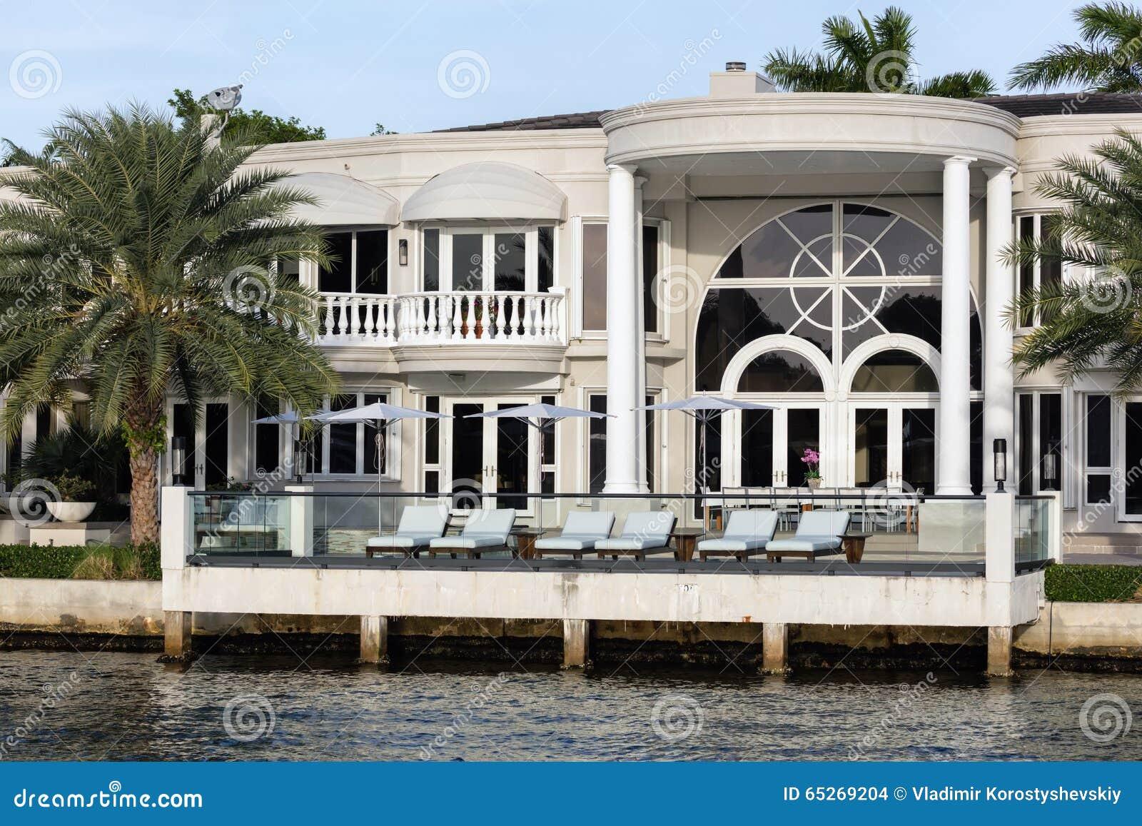 Ville di lusso in sunny isles beach immagine stock for Progetti ville di lusso