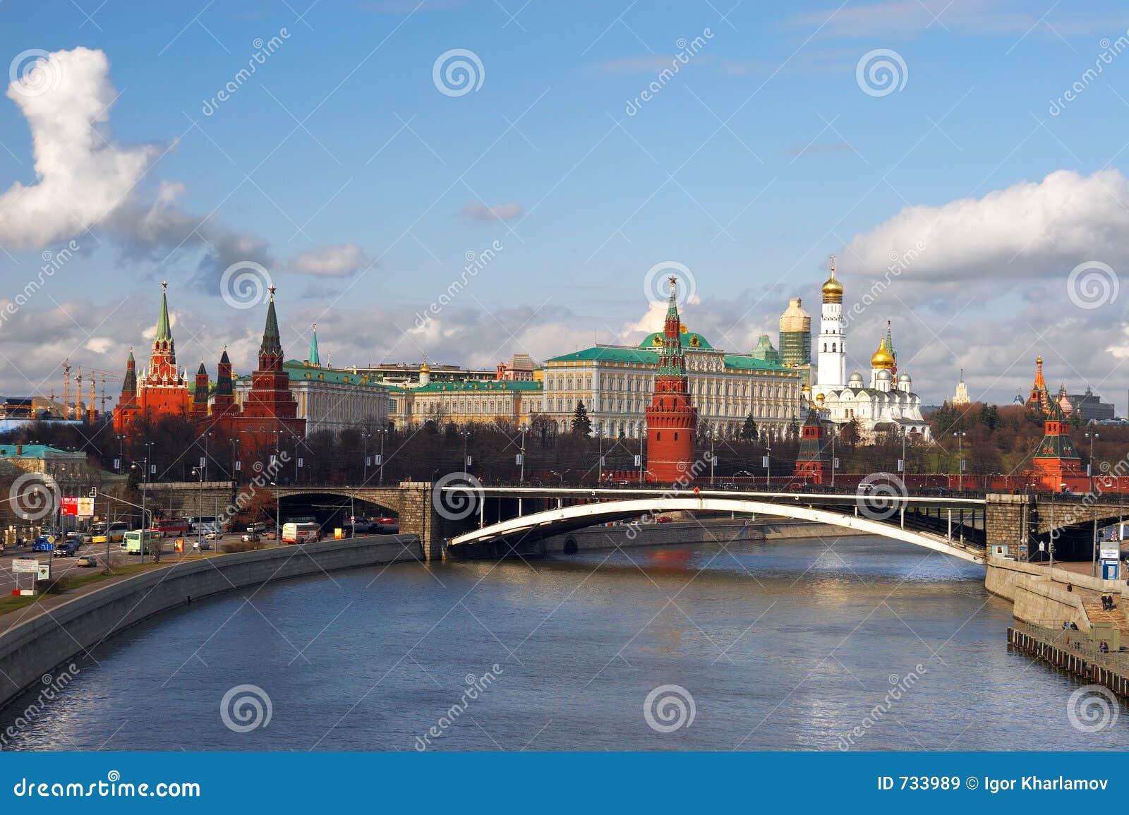 Ville et fleuve de Moscou.