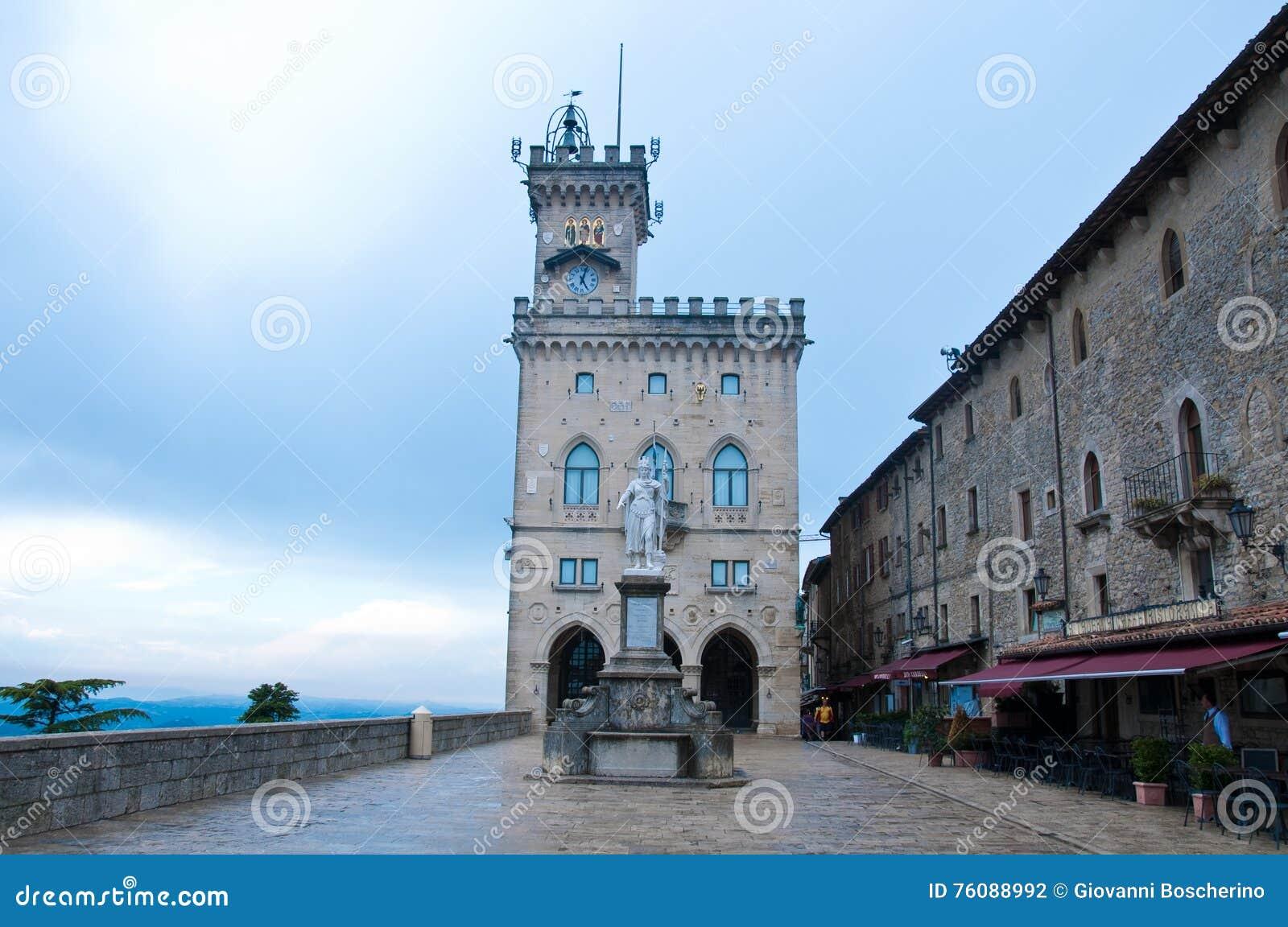 Ville hôtel au della Liberta, liberté de statue, Saint-Marin de Piazza