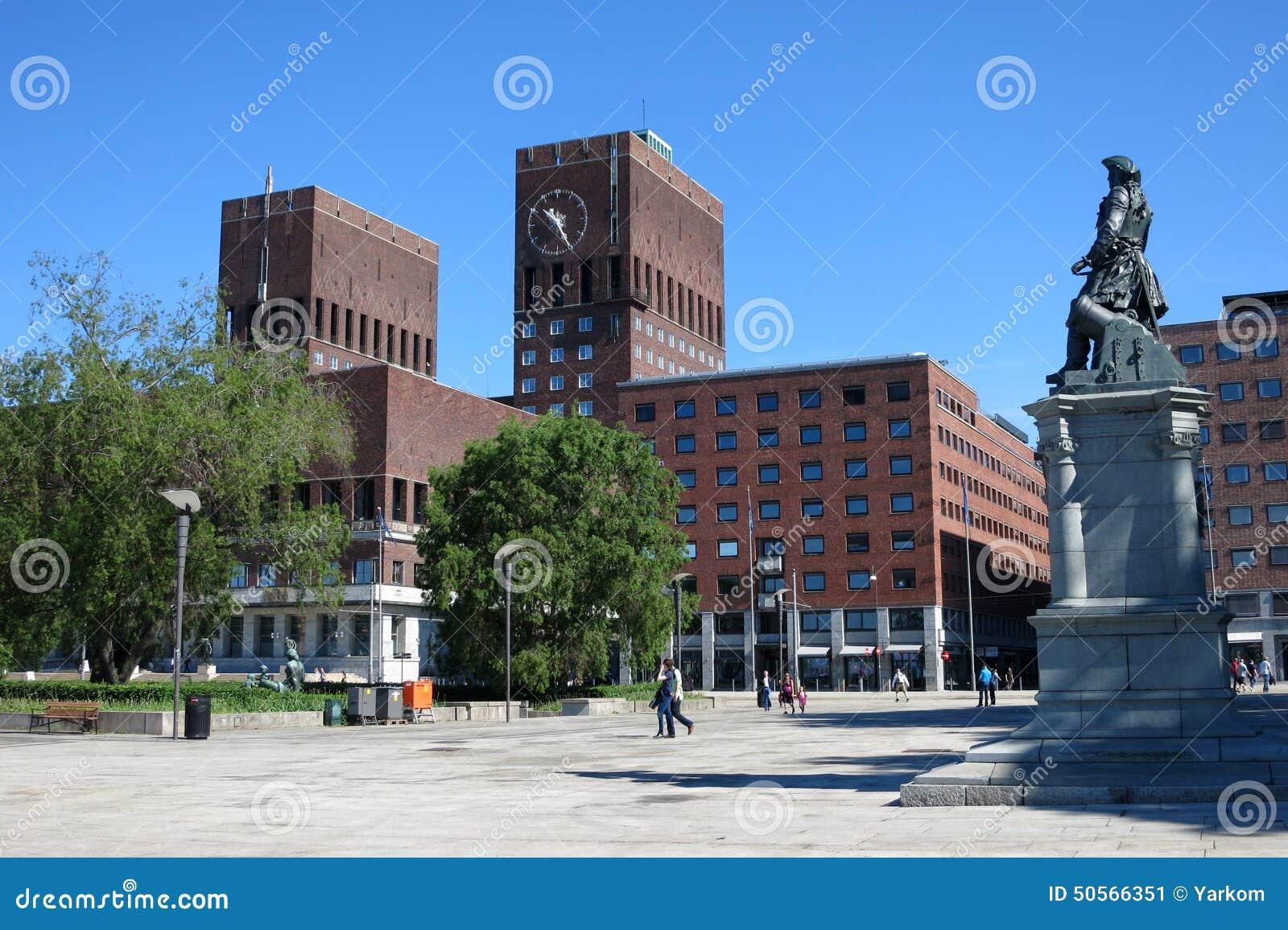 Ville h tel radhus au centre d 39 oslo capitale de la for Foto di ville colorate