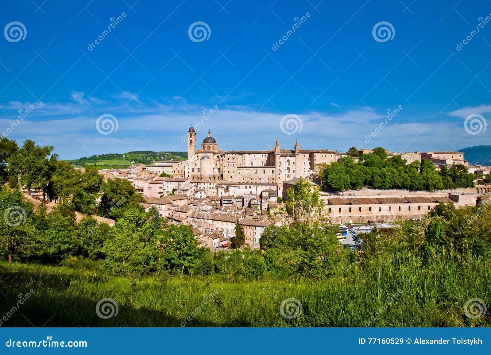 Ville médiévale Urbino en Italie
