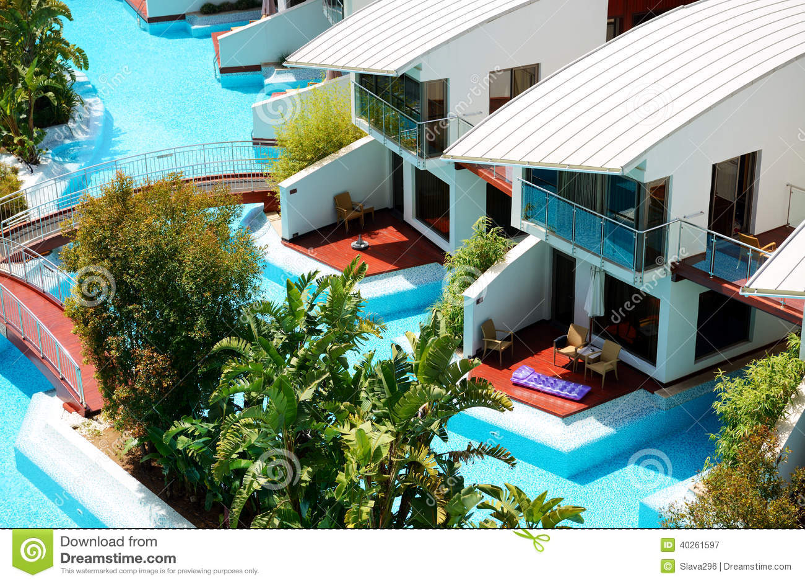 Ville moderne con la piscina all 39 albergo di lusso immagine for Ville lusso moderne