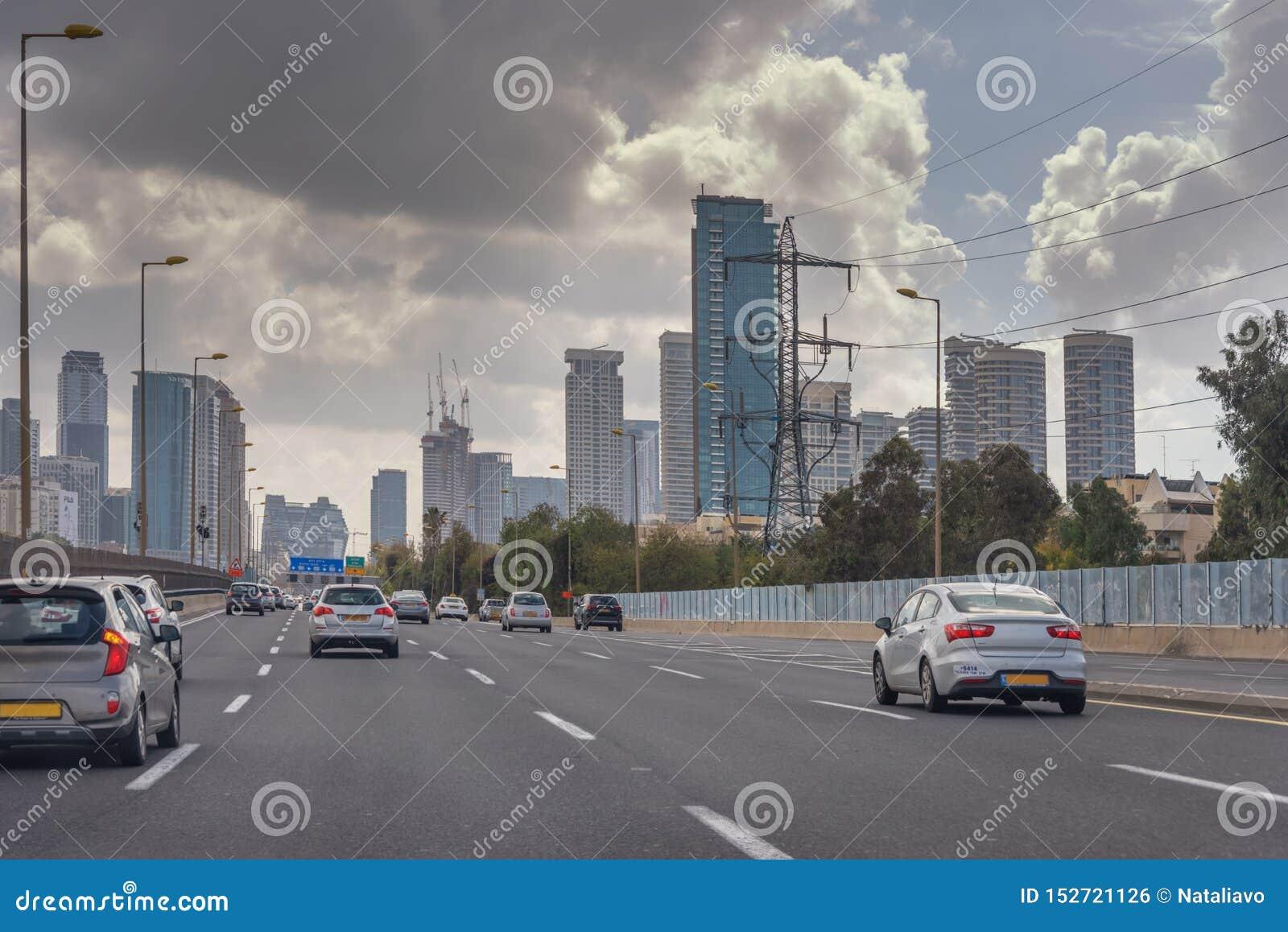 Ville moderne du Moyen-Orient Tel Aviv, la capitale de l Israël Rue ultra-rapide dans la ville Architecture moderne Transport,