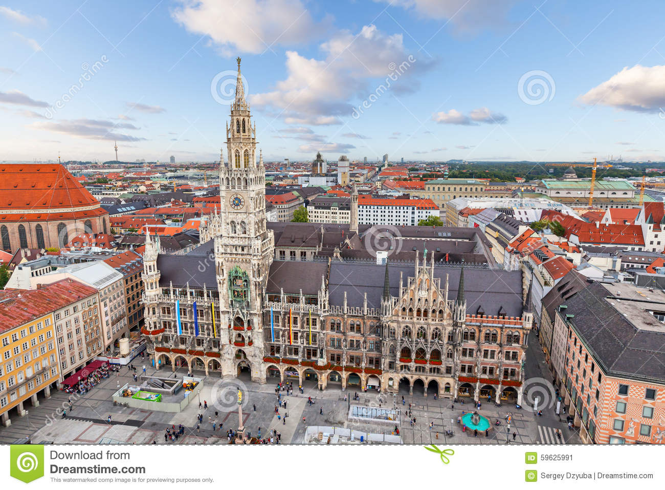 ville nouvelle hall sur la place de marienplatz munich photo stock image 59625991. Black Bedroom Furniture Sets. Home Design Ideas