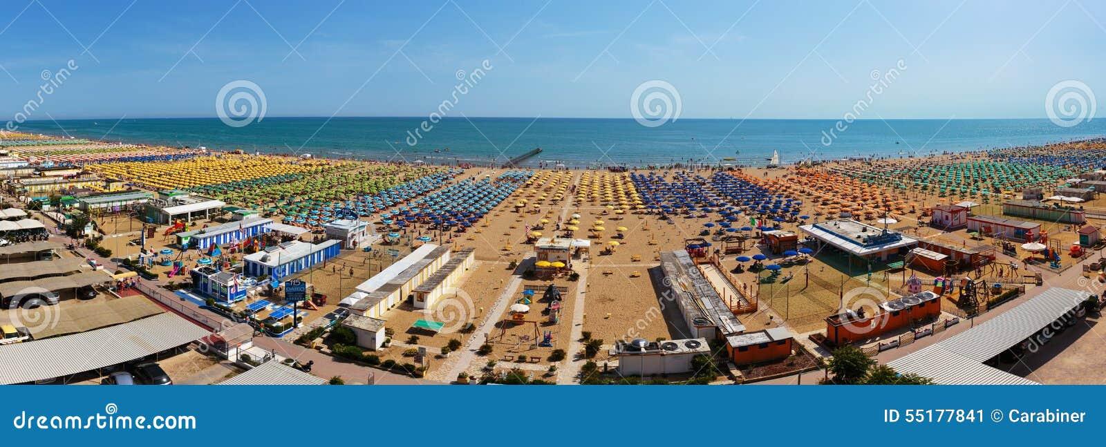 Ville publique de plage sur la mer m diterran e rimini - Ville bord de mer mediterranee ...