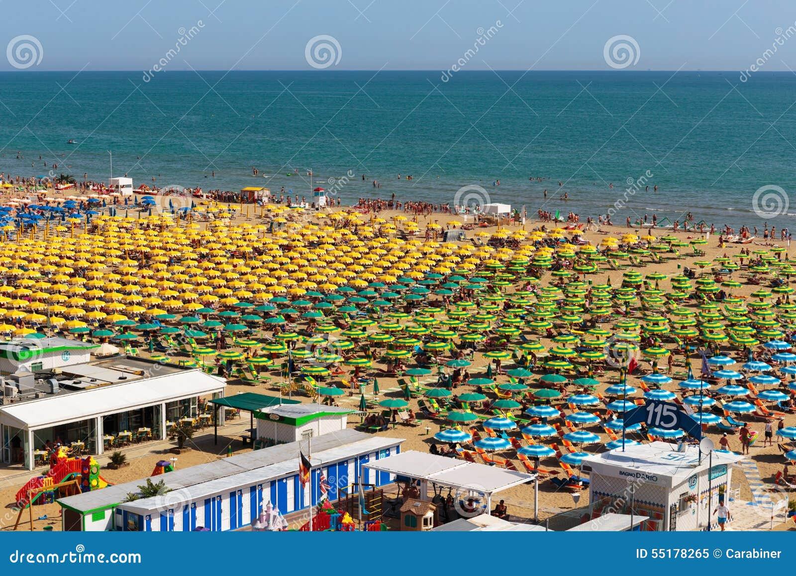 Ville publique de plage sur la mer m diterran e rimini for Conception piscine publique