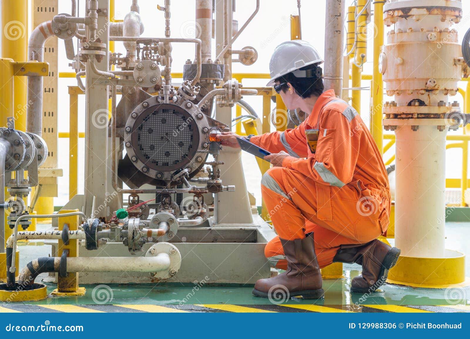 Villkor för kontroll för mekanikerinspektörtekniker av för råolja systemet för olja för centrifugal pump och lubepå den frånlands