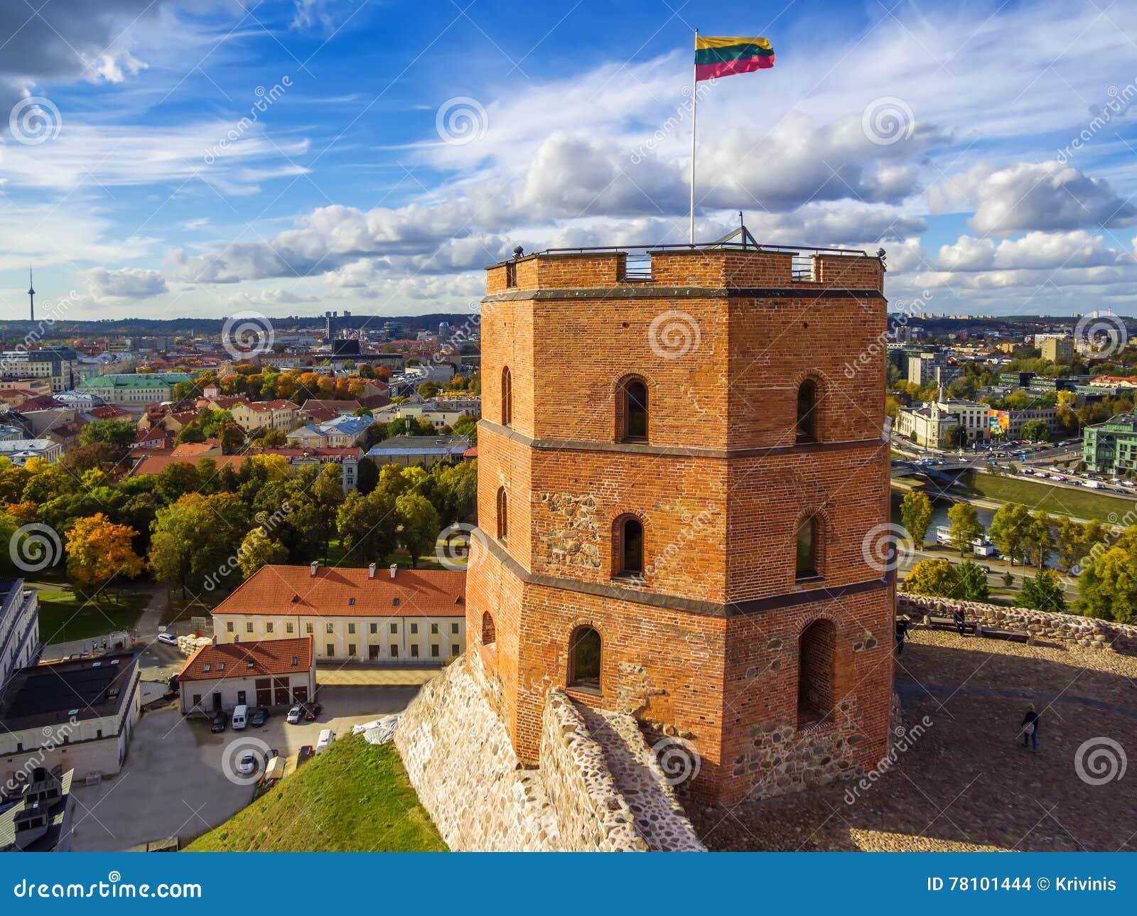 Vilna, Lituania: vista superior aérea de la parte superior o del castillo de Gediminas