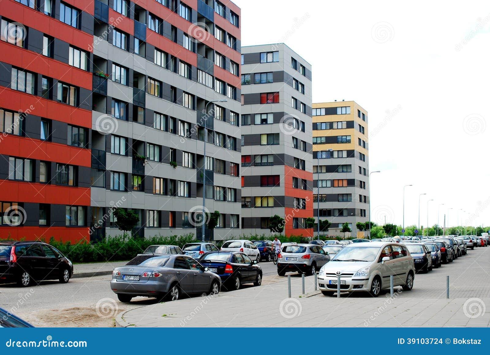 Vilnius vandaag. Nieuwe gebouwen bij perkunkiemis.