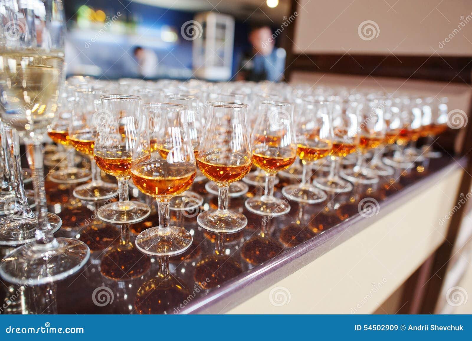 Vin, champagne, verres de cognac