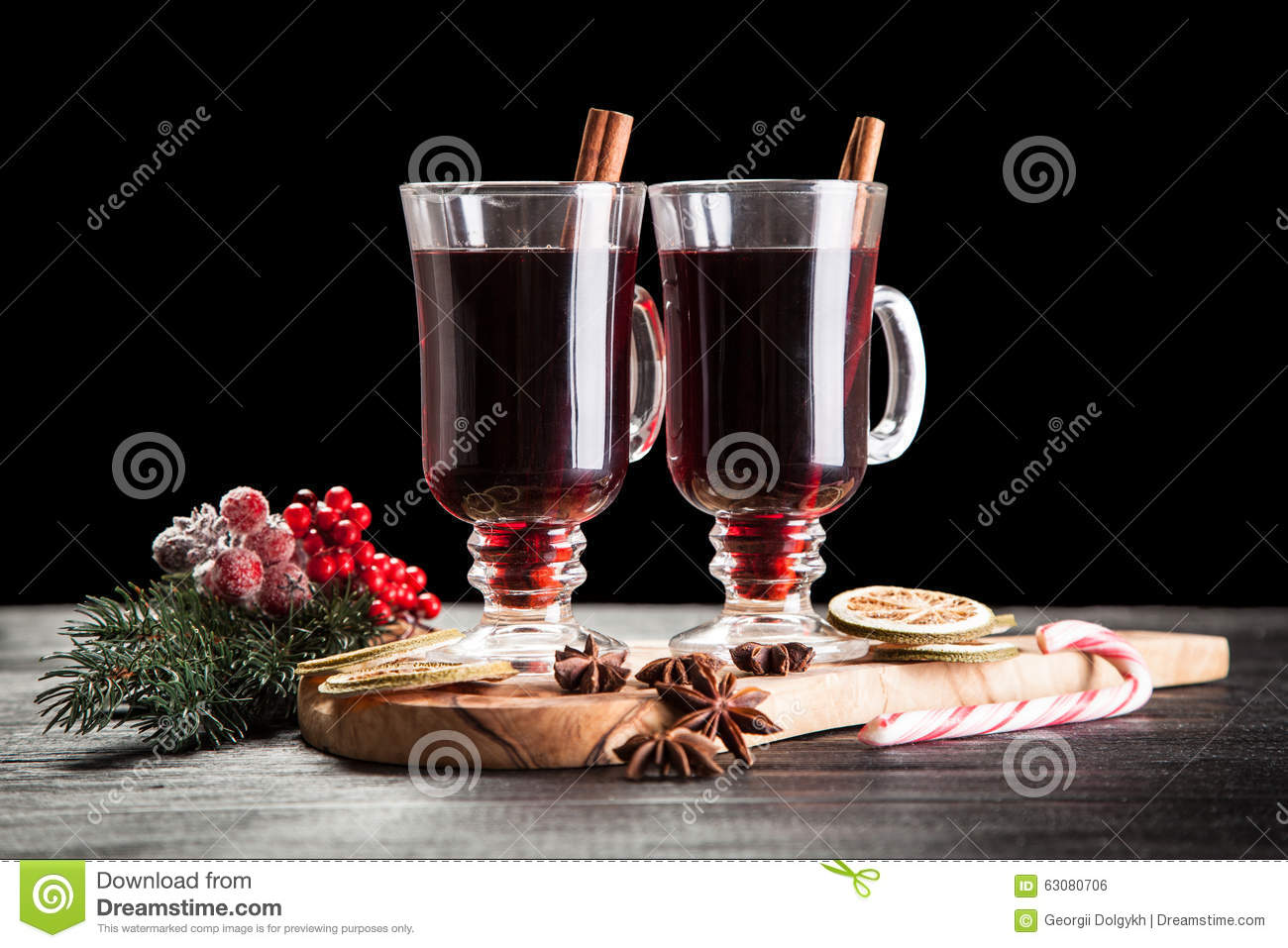 Download Vin Chaud Avec De La Cannelle Et L'orange Photo stock - Image du table, alcool: 63080706