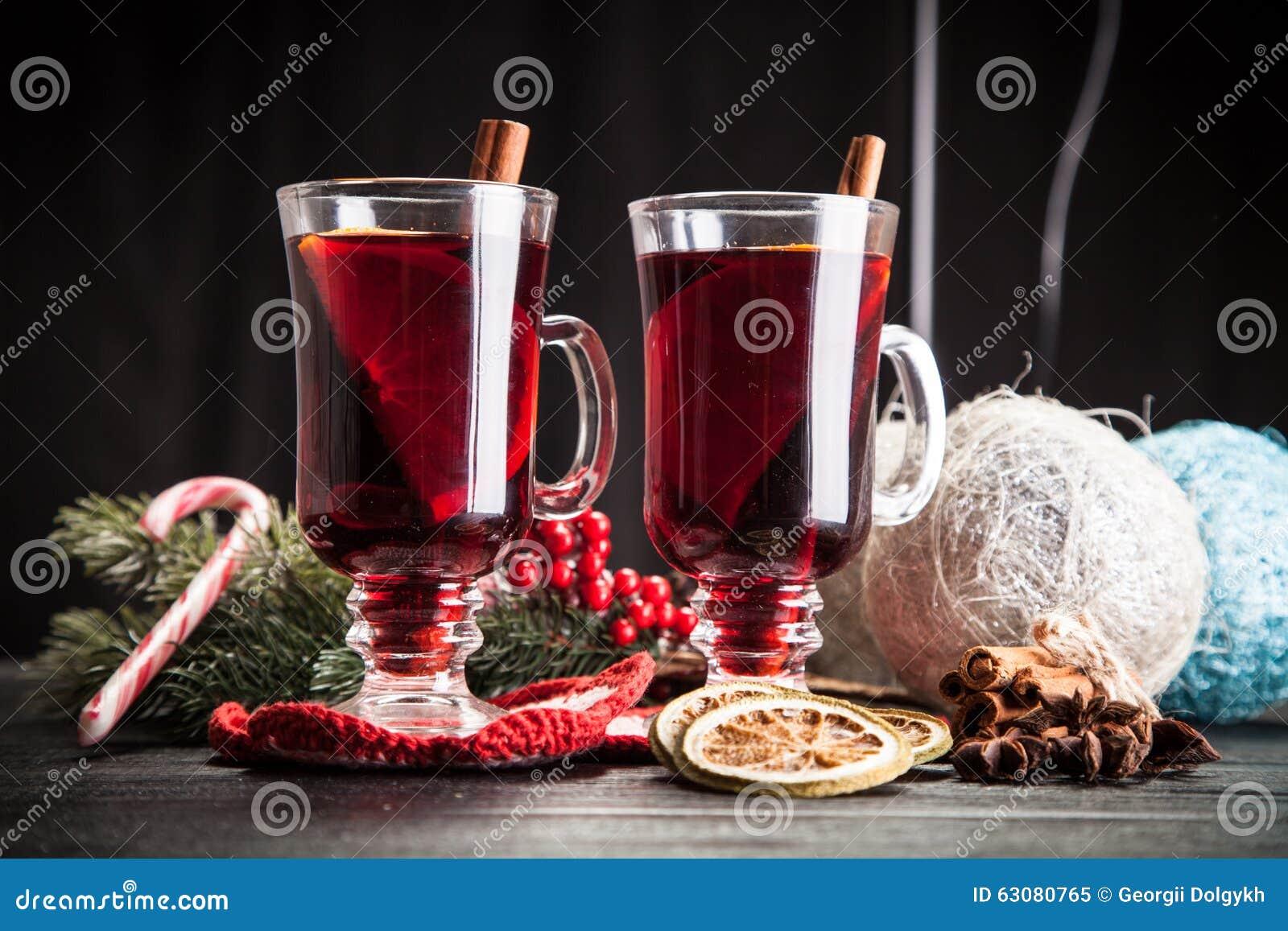 Download Vin Chaud Avec De La Cannelle Et L'orange Image stock - Image du boisson, perforateur: 63080765