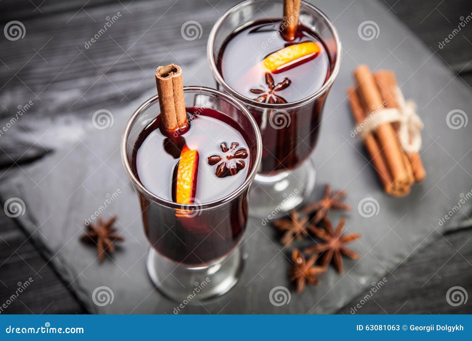 Download Vin Chaud Avec De La Cannelle Et L'orange Image stock - Image du célébration, confortable: 63081063