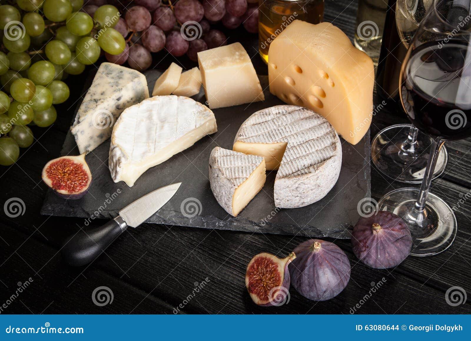 Download Vin et fromage photo stock. Image du aimable, laiterie - 63080644