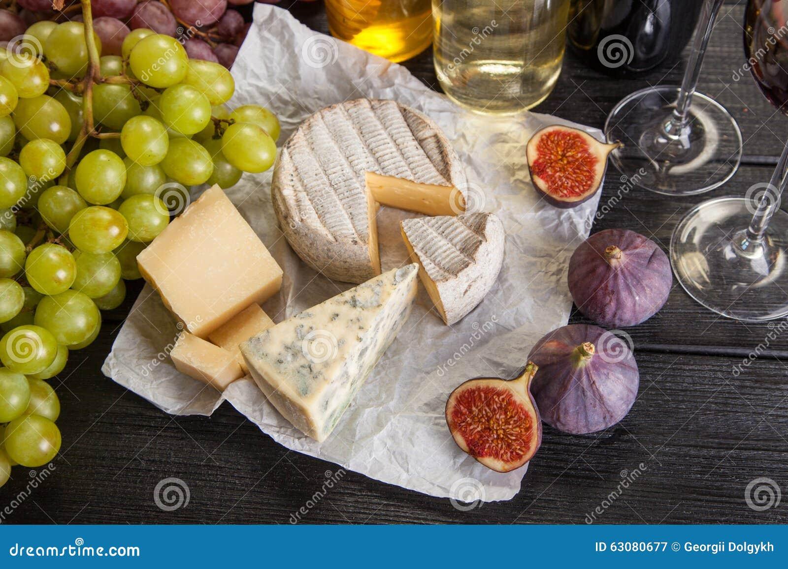 Download Vin et fromage image stock. Image du boisson, fruit, cuisine - 63080677