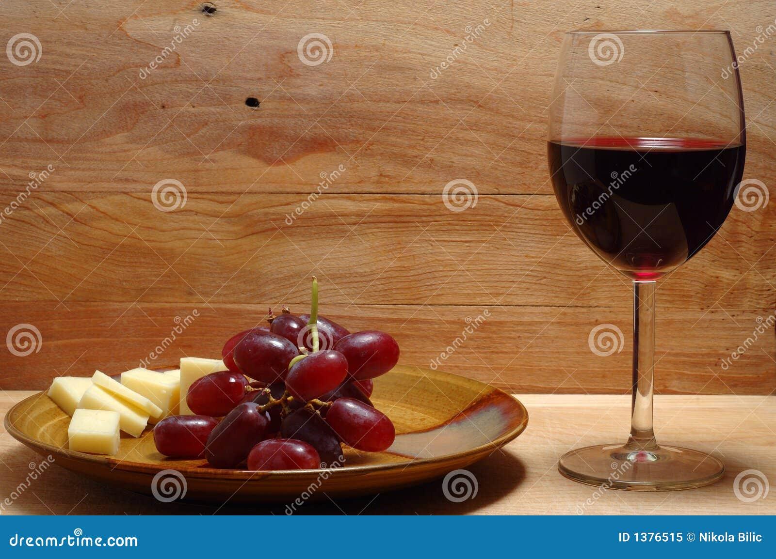 vin fromage et raisin photo libre de droits image 1376515. Black Bedroom Furniture Sets. Home Design Ideas