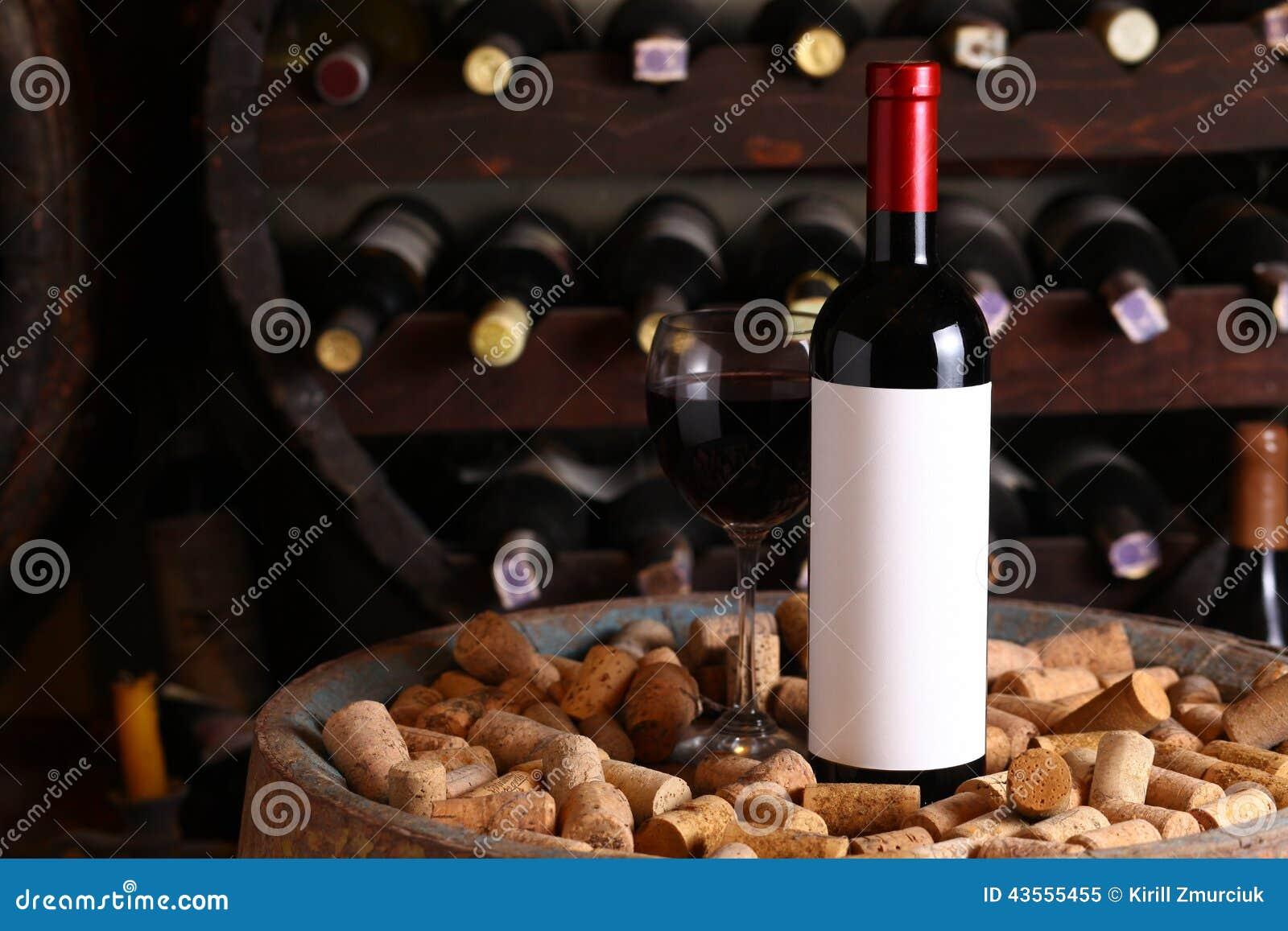 Vin rouge dans la cave