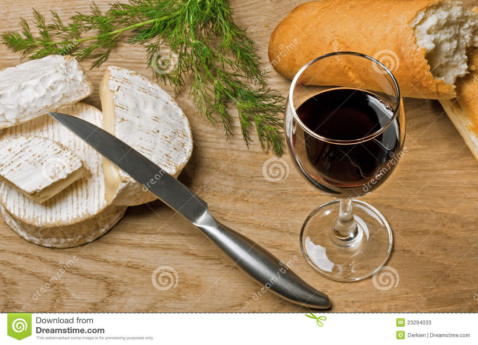 vin rouge fromages de brie et de camembert avec du pain image stock image du intense. Black Bedroom Furniture Sets. Home Design Ideas