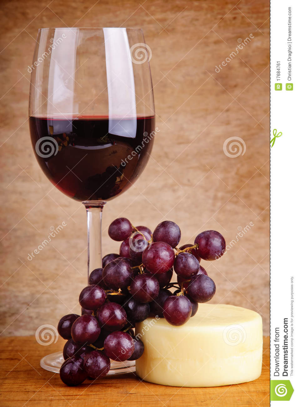 vin rouge raisins et fromage image stock image du nature alcool 17684761. Black Bedroom Furniture Sets. Home Design Ideas