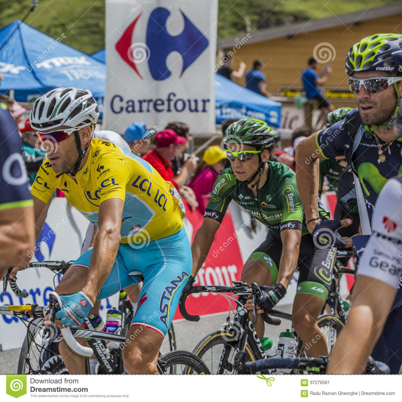 Vincenzo Nibali In Yellow Jersey - Tour De France 2014 Editorial Photo -  Image of bunch, racer: 97276561