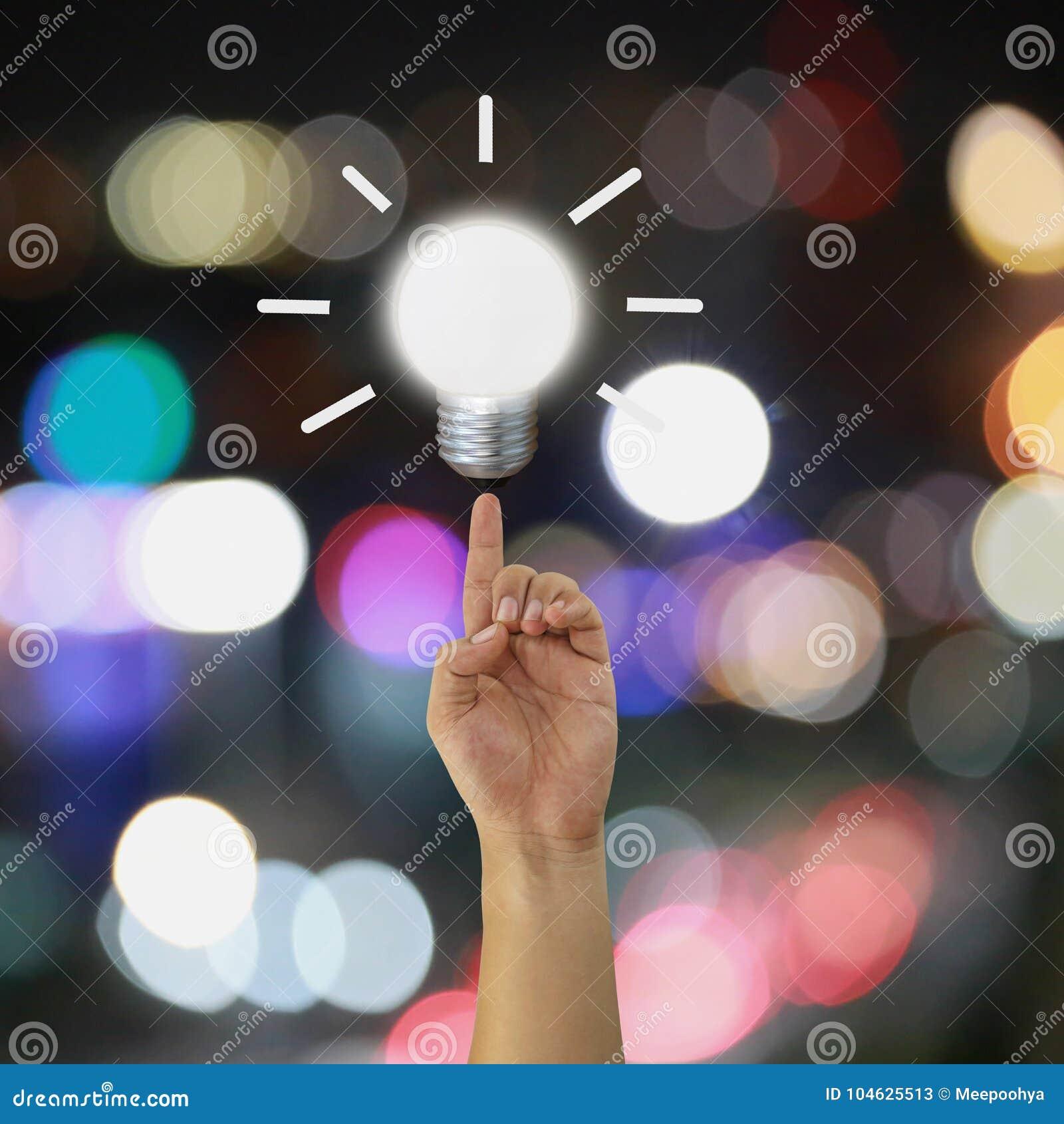 Download Vinger Van Een Zakenman Die Aan Een Gloeilamp Op Bokeh Richten Backgr Stock Afbeelding - Afbeelding bestaande uit licht, mannetje: 104625513