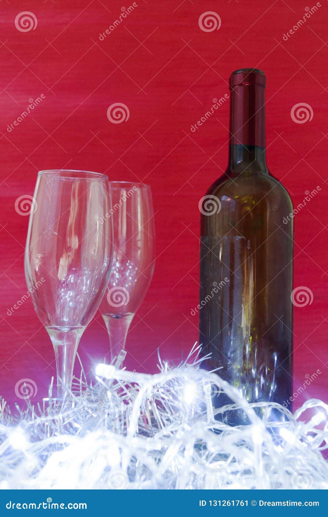 Vinho e vidros de vinho elegantes