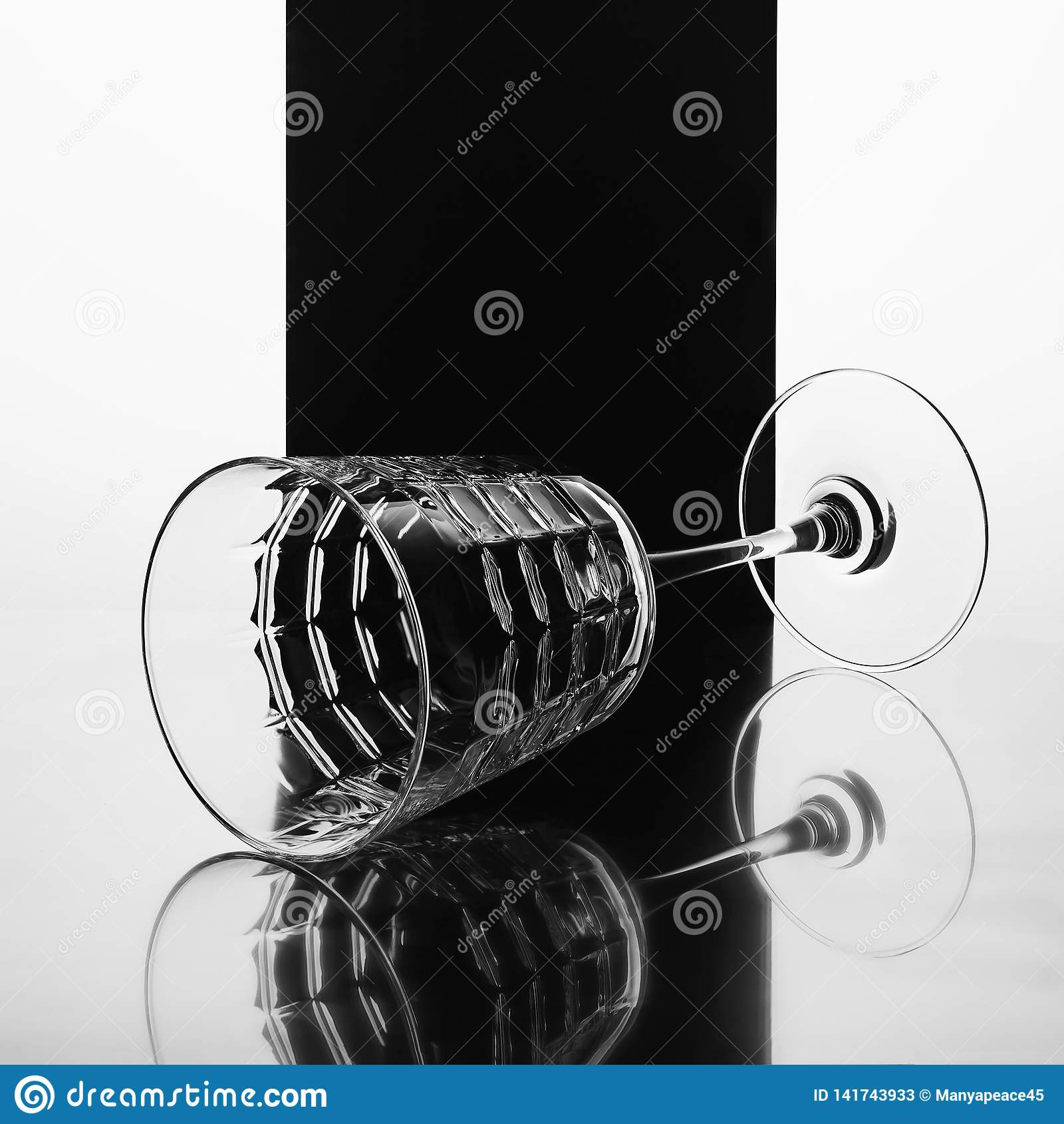 Vinho, vidro, luxo-álcool, fundo preto, reflexão, imagem preto e branco