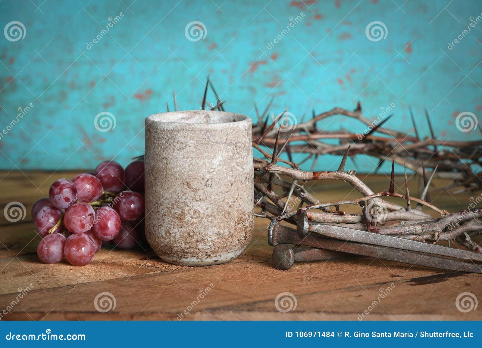 Vinkoppen, druvor, spikar och kronan av taggar
