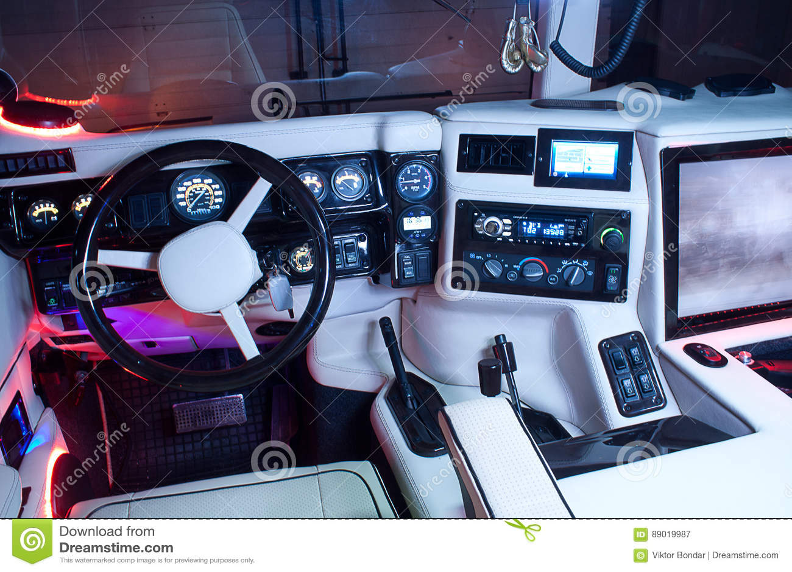 Vinnitsa, Ukraine - 23 Février 2012 Salon De Hummer H1 à L\'intérieur ...